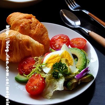 牛油果蔬菜鸡蛋沙拉