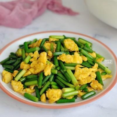 春节菜谱-蒜苔炒鸡蛋