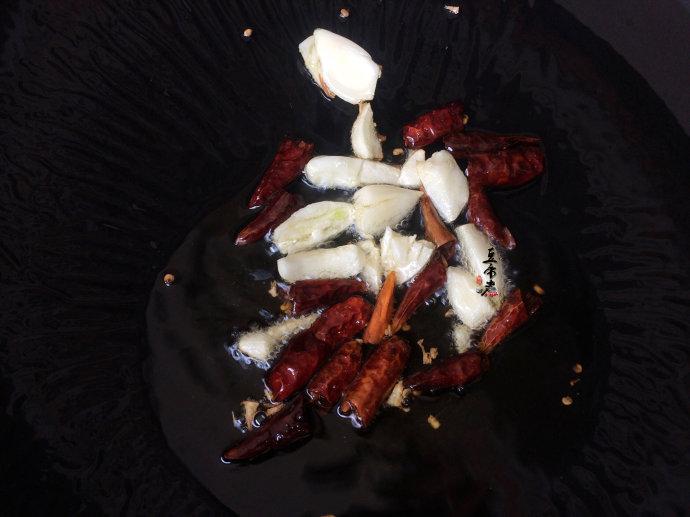 泡椒煸腊肉