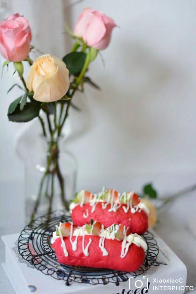 草莓軟歐包
