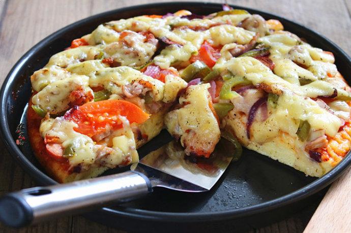 洋葱鸡胸肉肠仔披萨