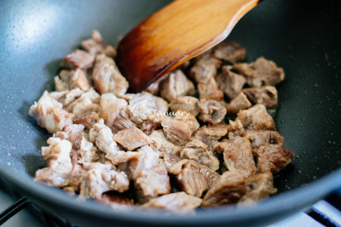 蒜香牛肉块