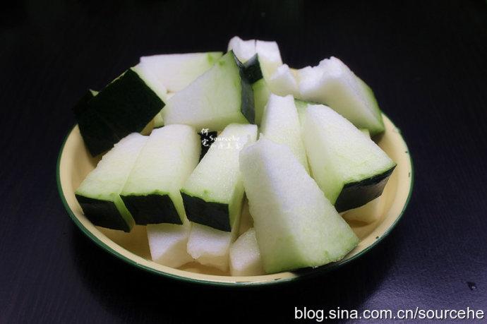 祛湿的食物-薏米冬瓜骨头汤