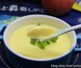 蒸蛋的时候加点牛奶,细腻滑嫩,味道鲜美,营养翻倍