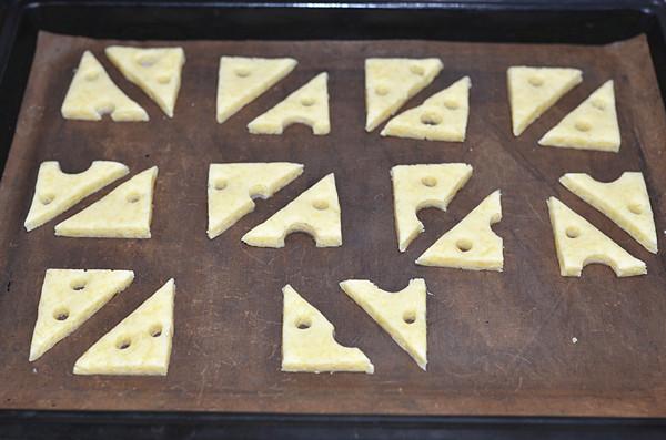 大孔奶酪饼干