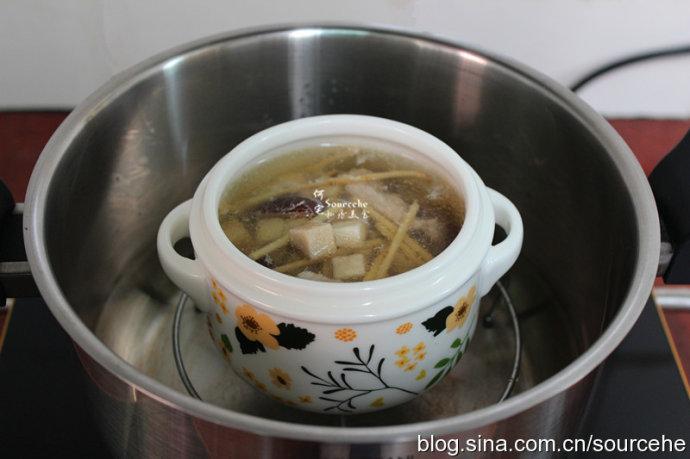 祛湿解困,清热解毒-茯苓茅根瘦肉汤
