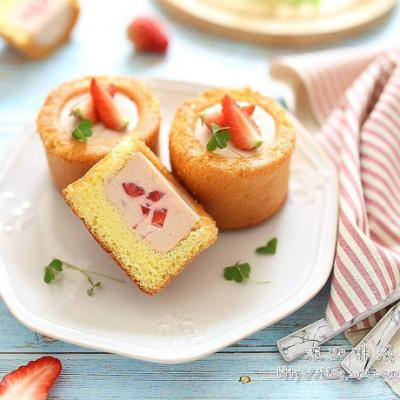 草莓慕斯蛋糕杯