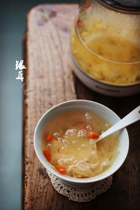 去火的食物-百合银耳莲子汤