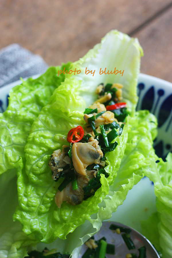 粤菜菜谱大全-韭菜蚬肉生菜包