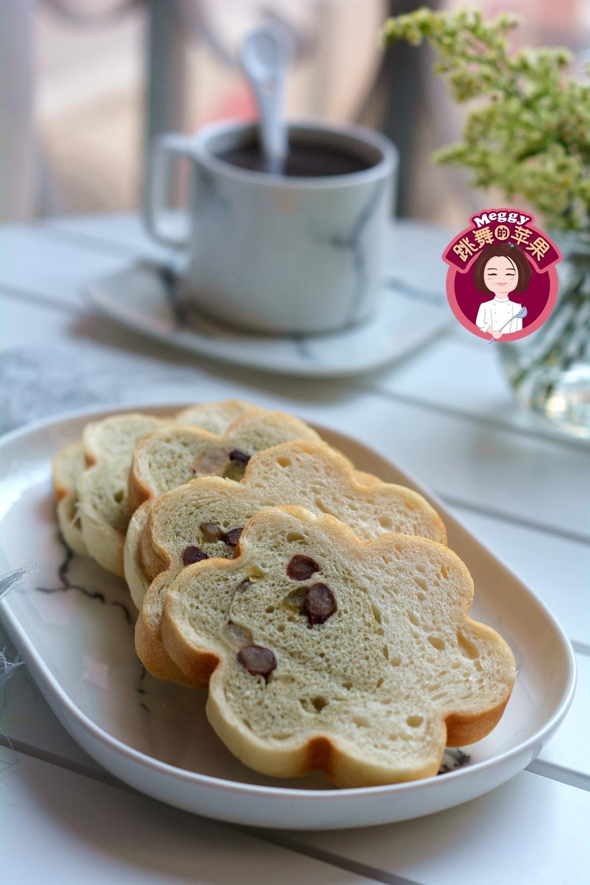 中种蜜豆双色梅花吐司面包