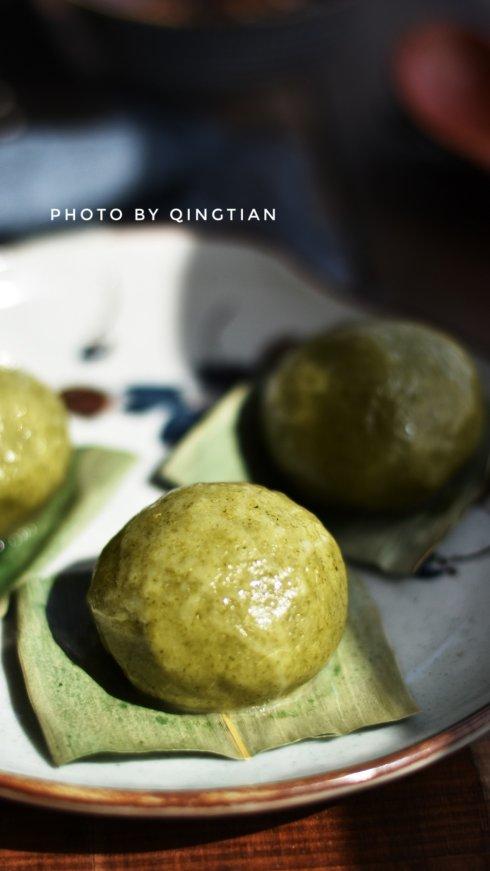 绿油油清香软糯的艾草青团