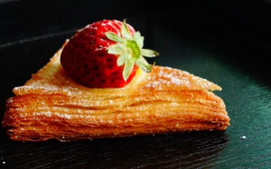 香草卡仕达草莓三角