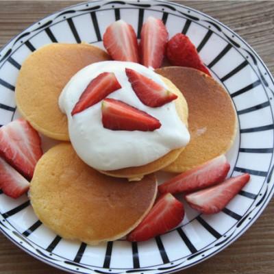 草莓厚松饼