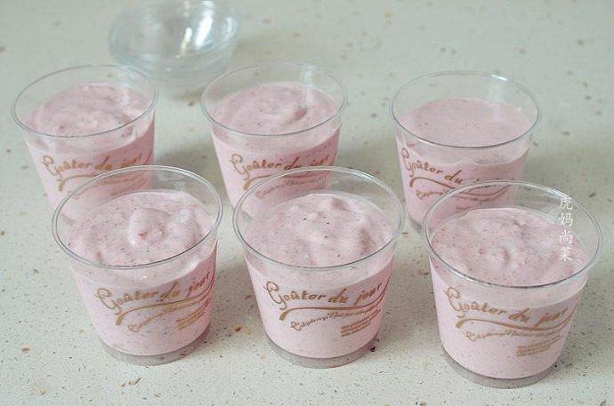 草莓冰淇淋