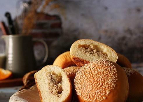 金枪鱼乳酪面包:加点料让面包味道更香浓