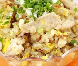 电饭锅鸡蛋肉片藜麦饭