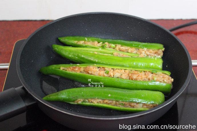 谁说广东人不吃辣椒?没把它当配菜!一酿一煎,鲜辣多汁,太好吃!