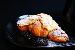 杏仁牛角酥面包