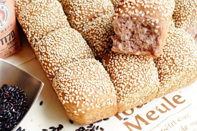 黑米黑麦芝麻小餐包