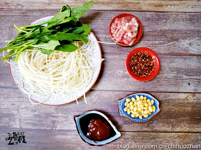 砂锅肉末米线