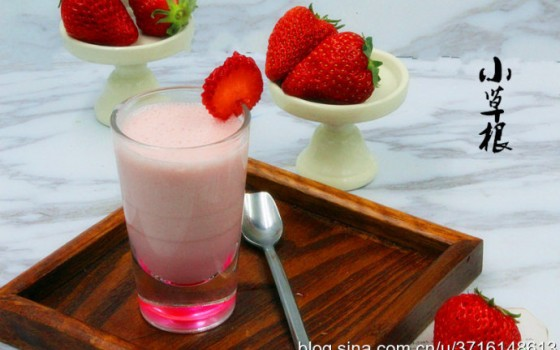 破壁机食谱-草莓香蕉奶昔