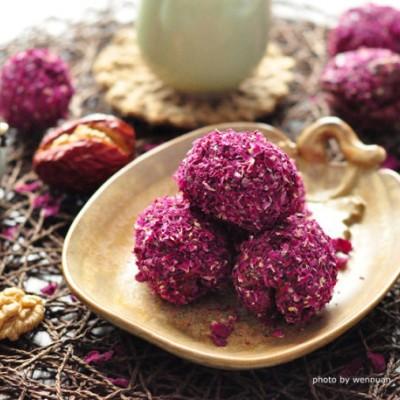 花香四溢的治愈系零食——阿胶玫瑰枣