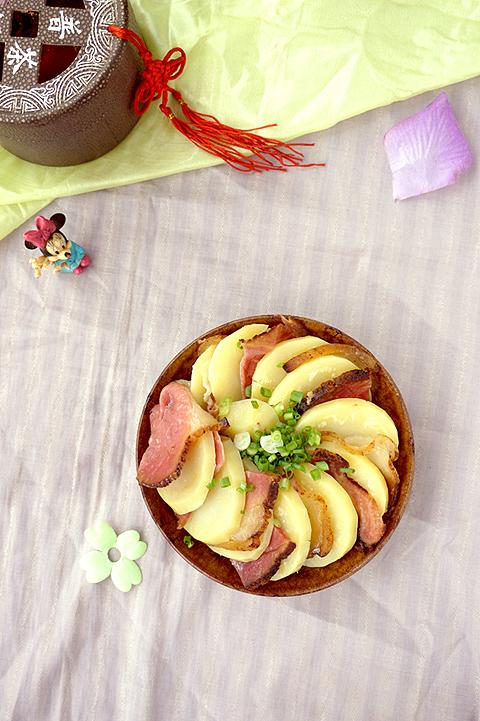 土豆蒸腊肉