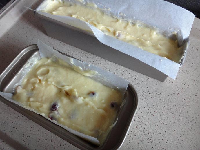 冷藏后有冰淇淋般口感的【蔓越莓酸奶油磅蛋糕】(附酸奶油做法)
