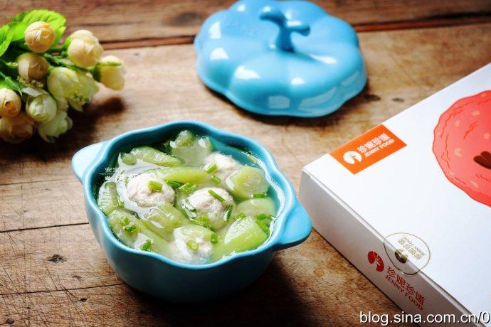 治愈挑食娃清淡鲜美的肉丸丝瓜汤
