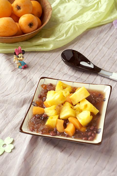 电饭煲桃胶红豆水果捞