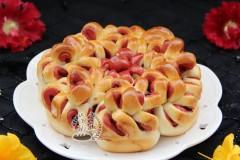红曲双色淡奶油蔓越莓花朵包