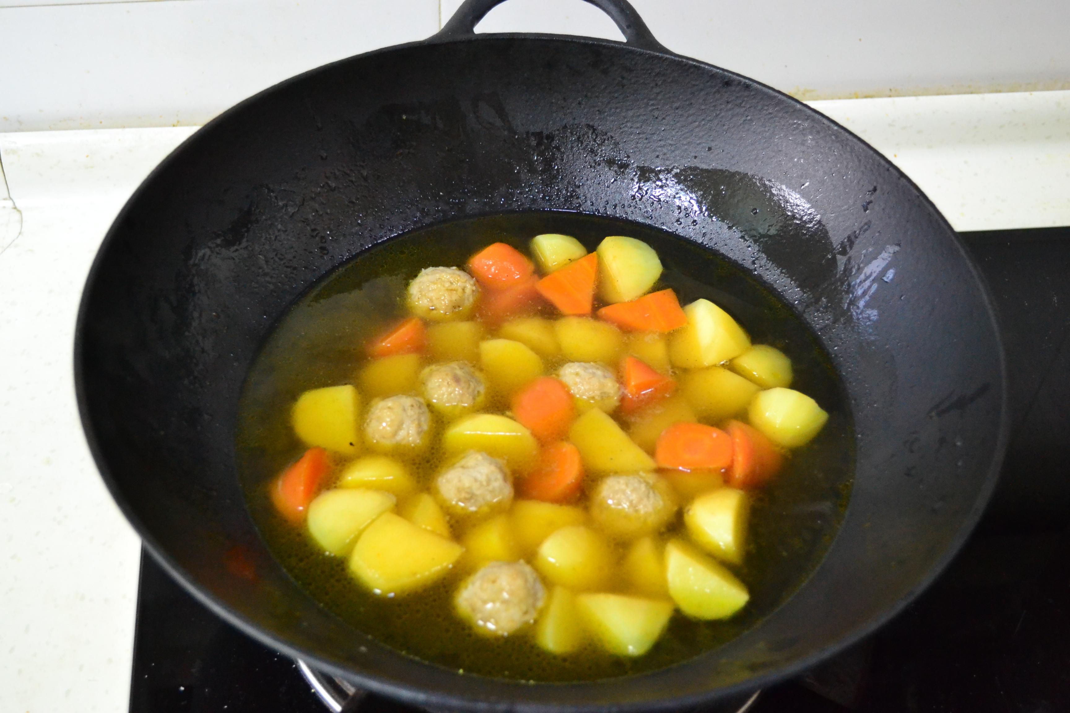 土豆烧肉丸