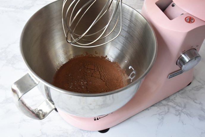 可可海盐奶油蛋糕卷