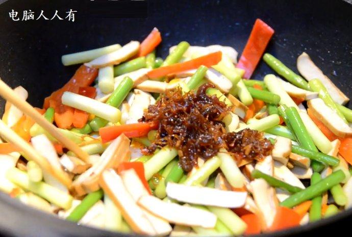 蒜薹红椒炒豆干