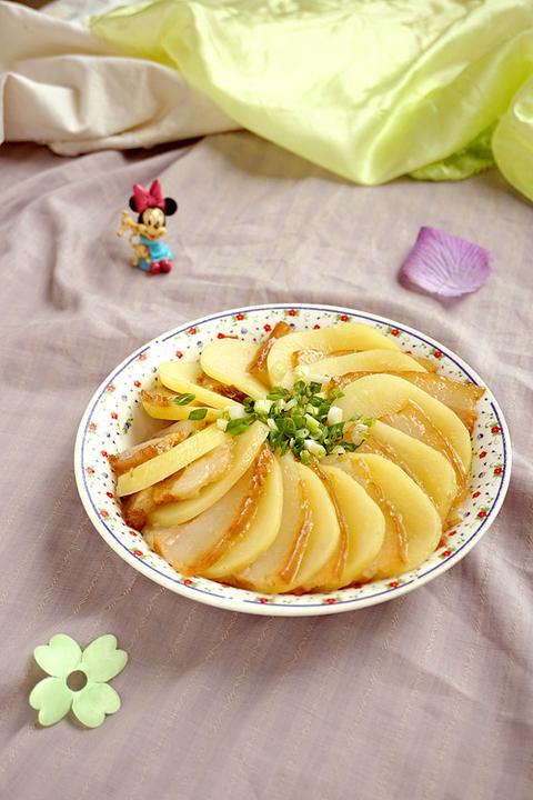 电饭煲食谱-土豆蒸坛子肉