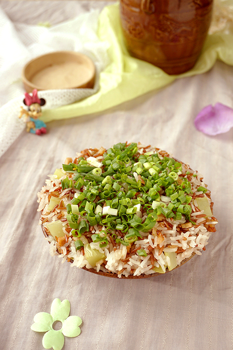 电饭煲坛子肉蒸红米饭