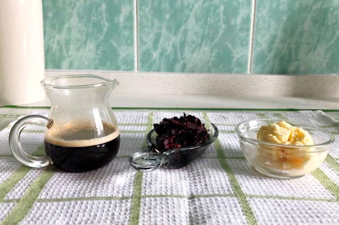 玫瑰花蜜冰激凌咖啡