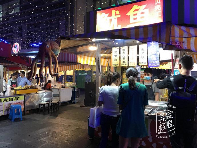 在昆明吃宵夜,必到这条文艺美食街,小吃一网扫尽