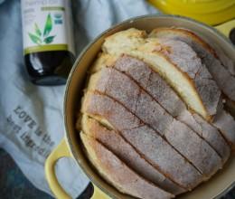 不揉面也可以做出外皮酥脆内心柔软的欧式面包-免揉珐琅锅欧包