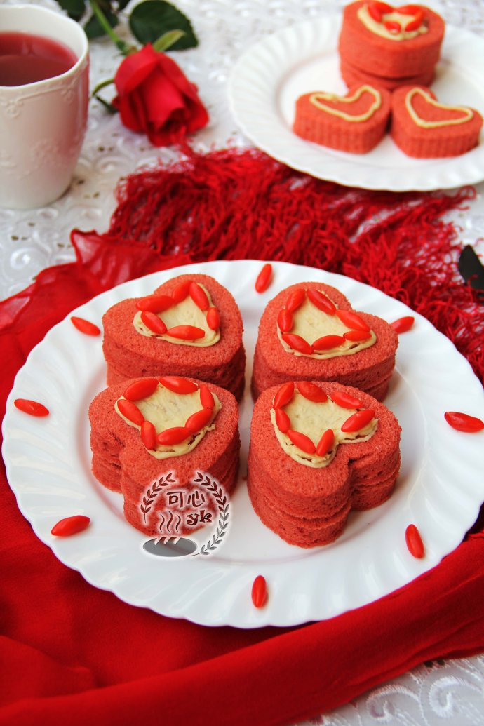 喜庆美味的红曲心形蛋糕