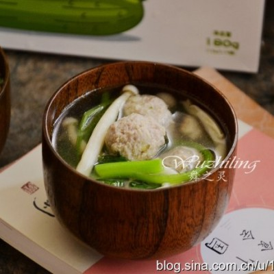 【海鲜菇肉丸汤】秋季孩子多喝汤,增强体质少生病