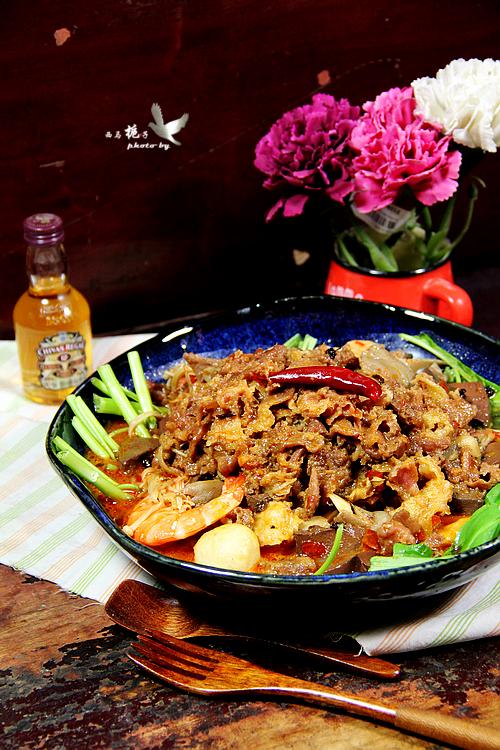 麻辣肥牛香锅,一块火锅底料定乾坤,麻辣飘香,令人垂涎三尺