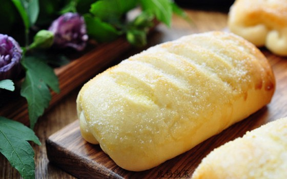 不用揉面,也有拉丝的牛奶面包吃