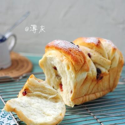 【蔓越莓炼乳手撕吐司】这个面包?#36824;幾好?#19968;粒麦子