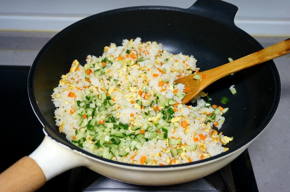 蛋炒饭是先炒蛋还是先炒饭?原来第一步就没对,难怪做的不好吃