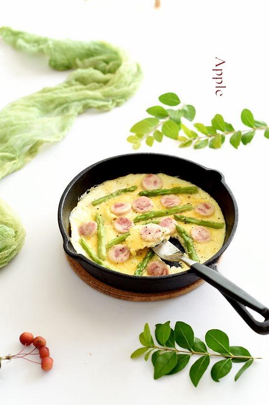 煎出来的完美早餐:金枪鱼肠芦笋烘蛋