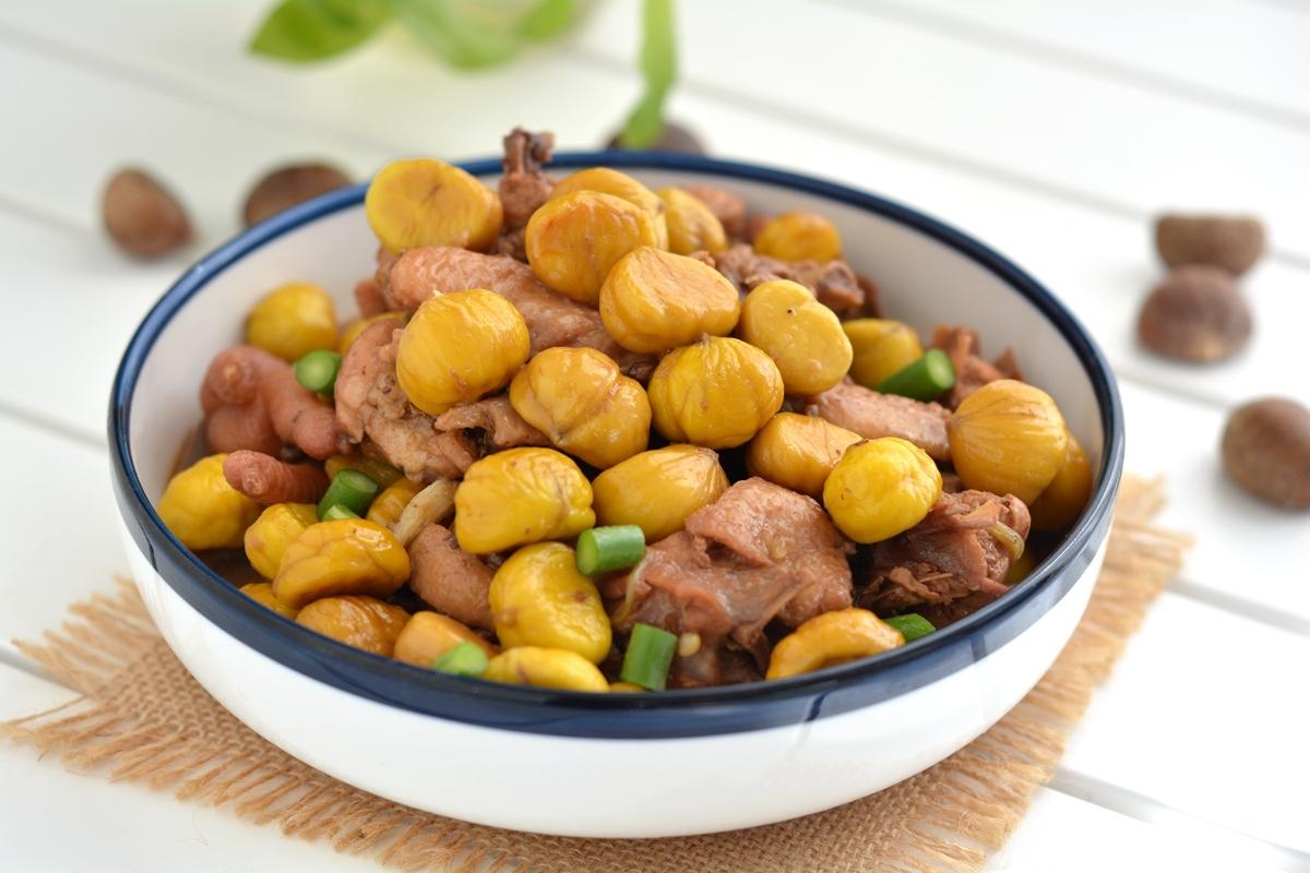 经典菜栗子炖鸡,教你一招,鸡肉不腥,栗子颗颗完整不护皮儿!