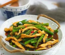 鸡肉这样随便一炒,拌在米饭里特别香,连下三碗饭
