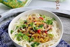 让一碗清汤面更美味的榨菜肉丝面