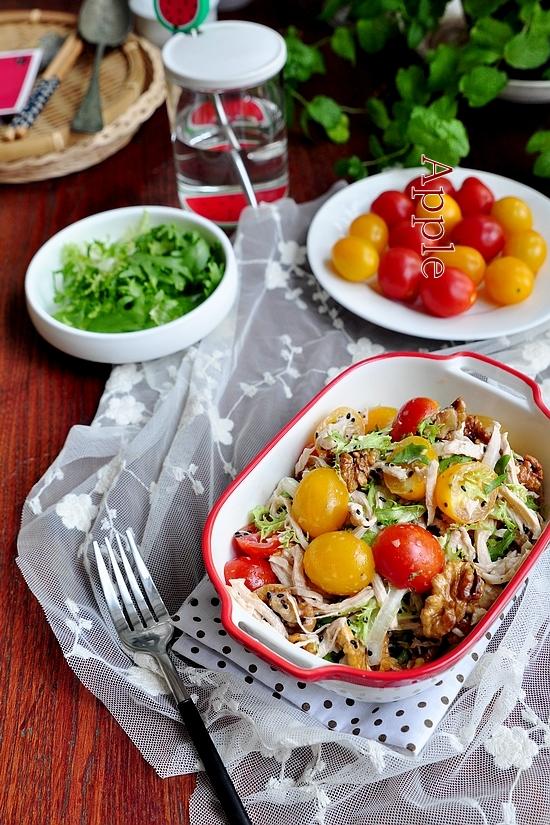 低脂又饱腹的美味:鸡丝核桃沙拉